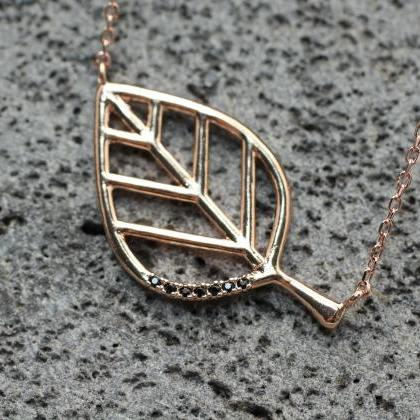 Sideways cut out branch Leaf pendan..