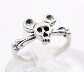 925 sterling silver Tiny skull head with Mickey mouse ears ring