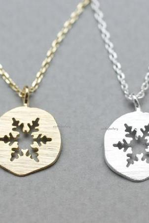 Lovely Cutout Snowflake medal Pendant Necklace in 2 colors, N0820G
