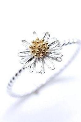 White daisy flower ring(925 sterling silver / plated over Brass)