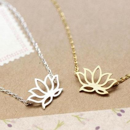 Lotus Necklace in gold / silver
